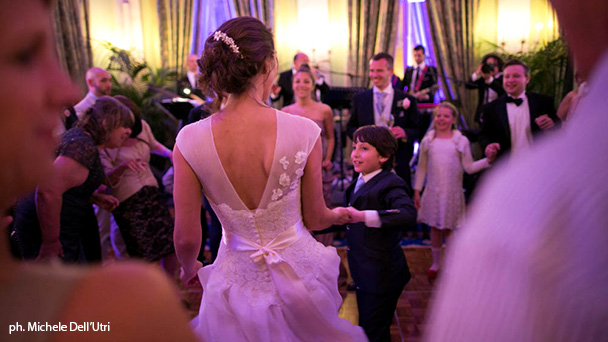 Dance order at wedding