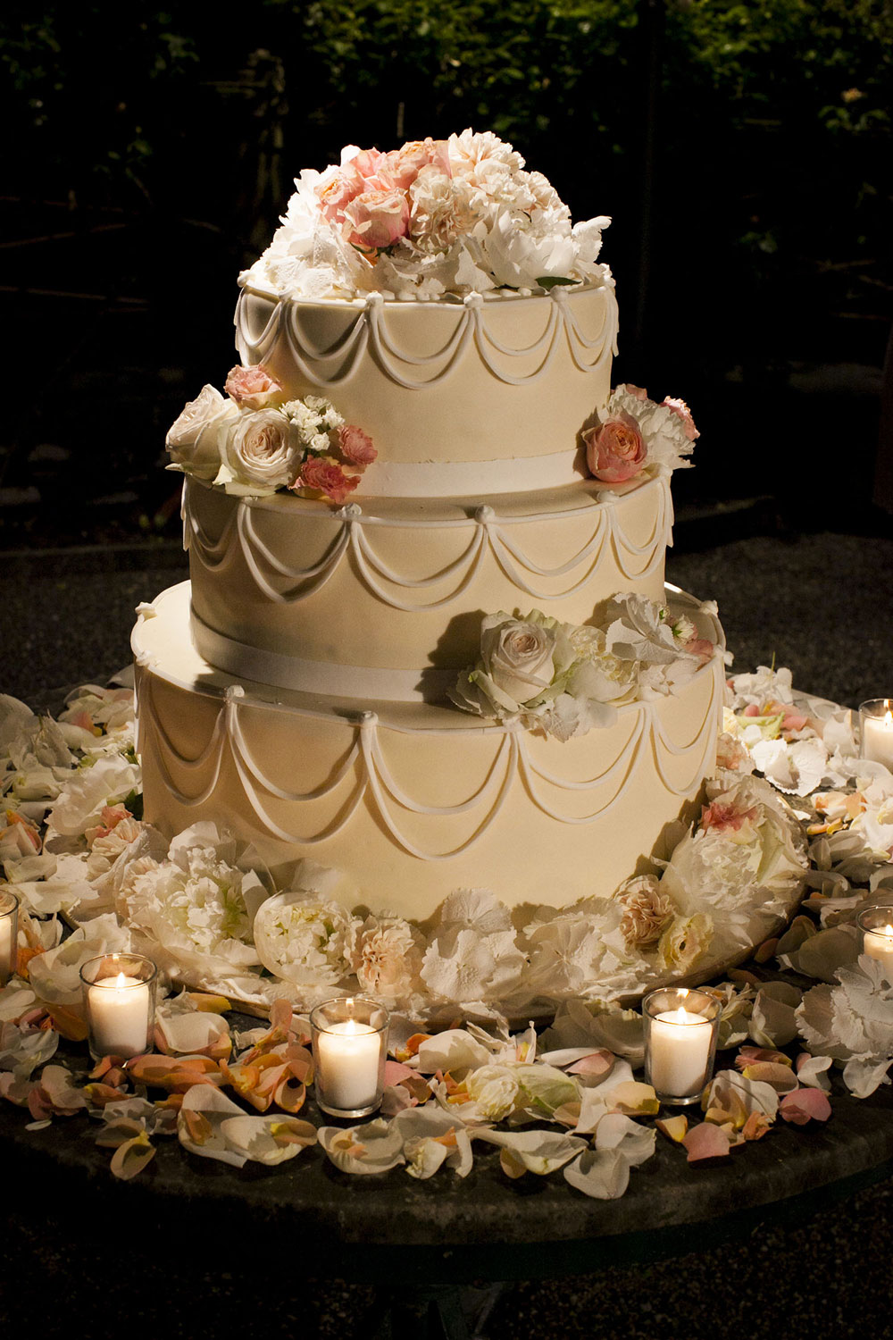 tradition of eating wedding cake on first anniversary sweet inspirations your wedding cake and it 21231