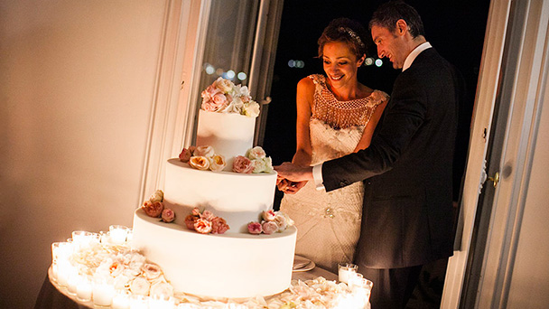 when to cut your wedding cake how the wedding cake is cut 27127